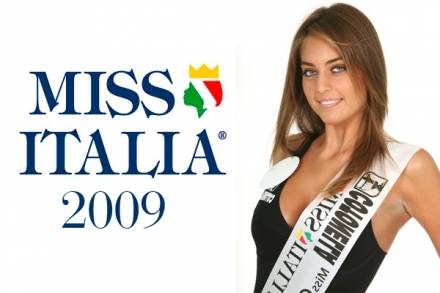Maria Perrusi, Miss Italia 2009 indossa Boccadamo