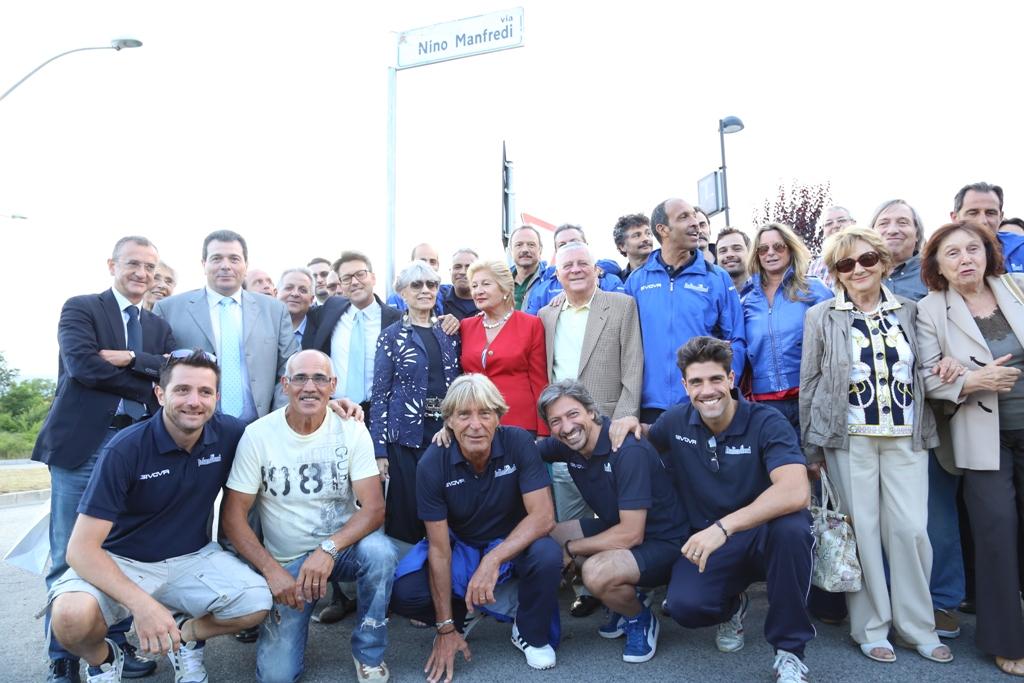 L'ItalianAttori all'inaugurazione della strada dedicata a Nino Manfredi