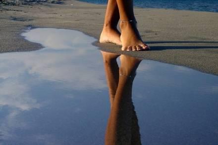 L'ultima moda delle star: il piede nudo
